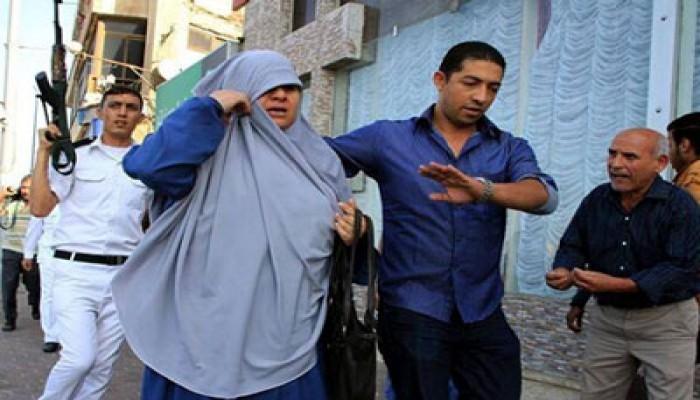 بالصور.. اعتقال سيدات سيدي بشر يكشف وحشية الانقلابيين