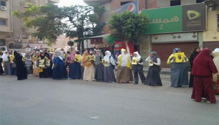 وقفة لحرائر المنوفية تنديدًا بانتهاك الانقلابيين لحقوق المرأة