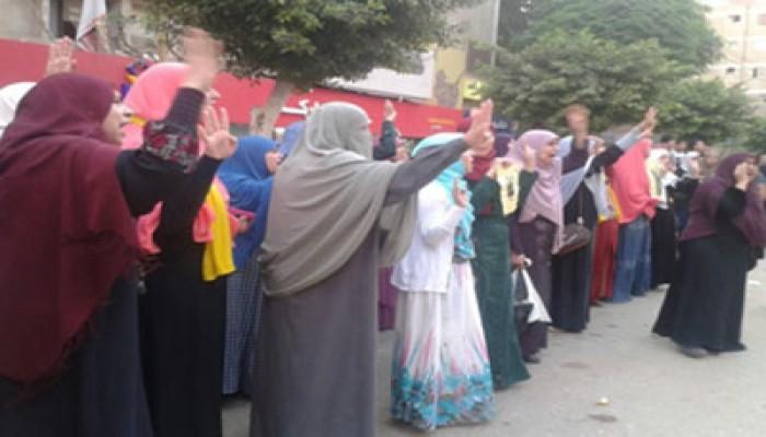 """وقفة حاشدة لـ""""نساء ضد الانقلاب"""" بالمنوفية ضد العسكر والمجازر الدموية"""