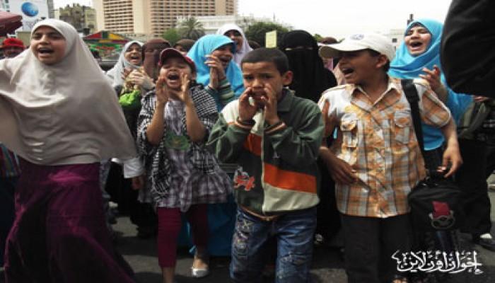 مسيرة أطفال بالتحرير تطالب بتطهير مصر من الفلول