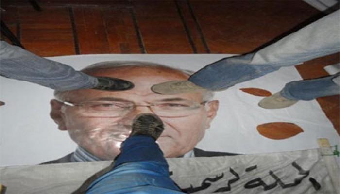 """""""الإسكندرية"""" تزيل لافتات مرشحي الرئاسة """"الفلول"""""""