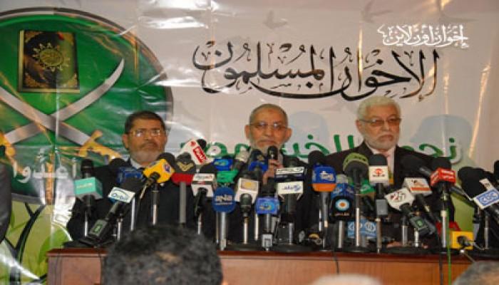 المرشد العام: تمسُّك العسكري بحكومة فاشلة دفعنا لترشيح الشاطر