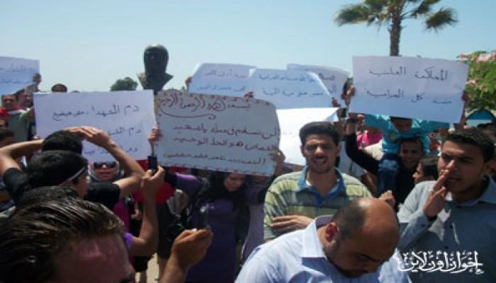 الآلاف يتظاهرون بدمياط للمطالبة بالقصاص