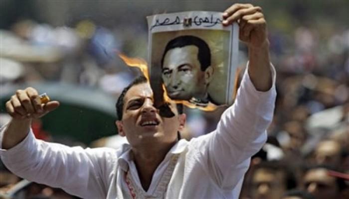 """مظاهرة بشرم الشيخ للمطالبة بطرد """"المخلوع"""""""