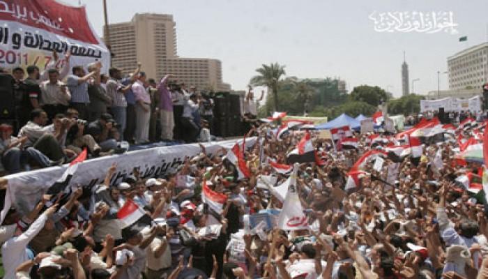 منصة الإخوان تحتضن قداس الأقباط بالتحرير