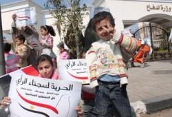 وقفة رمزية أمام المجلس العسكري للإفراج عن الشاطر وسجناء الرأي