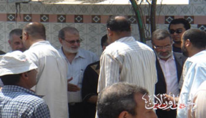 إخوان بورسعيد يشاركون د. حبيب في جنازة والدة زوجته