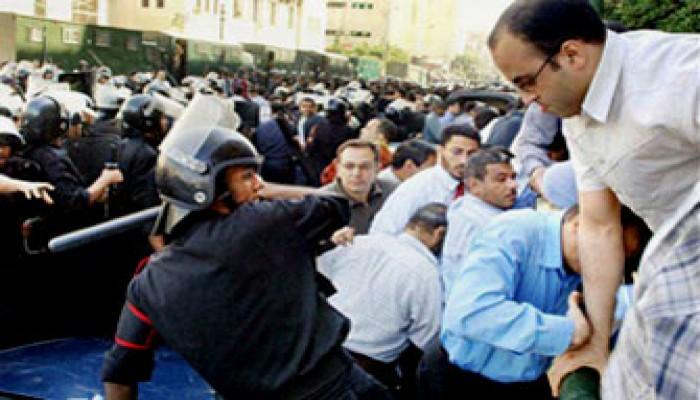 عاكف يندِّد بقمع النظام المصري للمنادين بالإصلاح