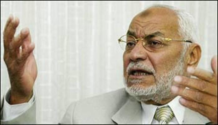 عاكف يدعو الغرب إلى احترام عقيدة المسلمين ومقدساتهم