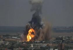 للمرة الثانية خلال ساعات.. الاحتلال يضرب موقعين للمقاومة بغزة