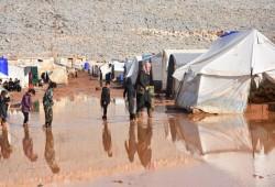 إندبندنت: معاناة نازحي إدلب لا مثيل لها