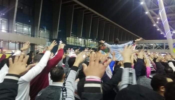 القبض على عدد من جماهير الزمالك بعد استقبالهم الفريق بمطار القاهرة