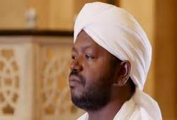 """""""التواصل"""" ساحة عزاء بوفاة القارئ السوداني نورين صديق وجموع غفيرة في جنازته"""