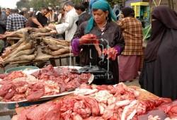 السلع الفاسدة تغزو أسواق مصر.. والضحايا من الفقراء