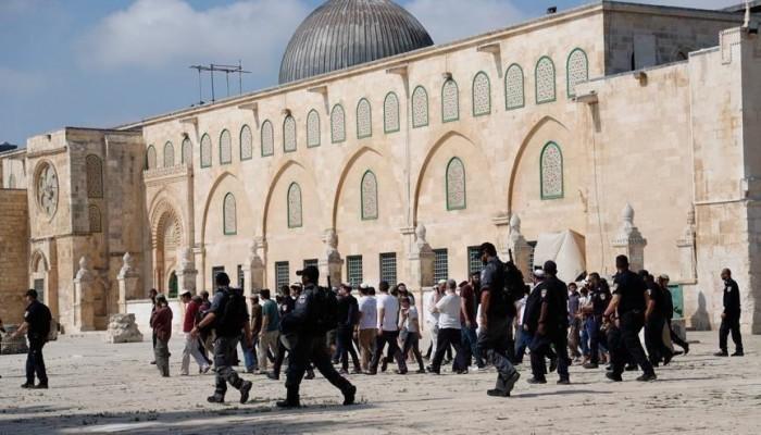 عشرات المستوطنين يقتحمون المسجد الأقصى مجددا