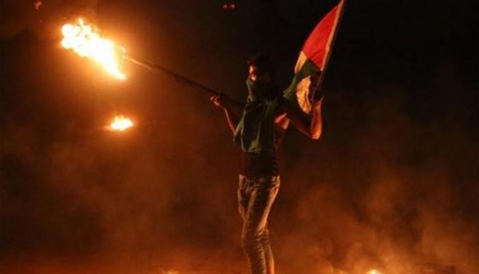 ثوار بيت دجن يحاصرون بؤرة استيطانية بالنيران