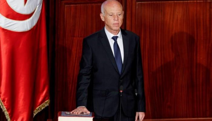انقلاب الرئيس التونسي.. إعفاء وزيري المالية وتكنولوجيات الاتصال من مهامهما