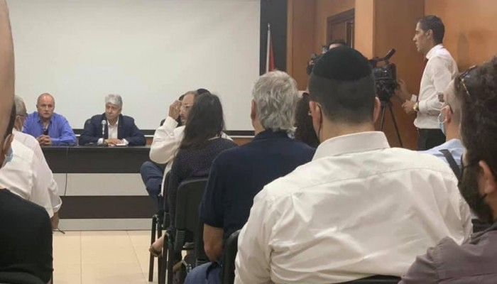لقاء تطبيعي في مقر منظمة التحرير بمدينة البيرة
