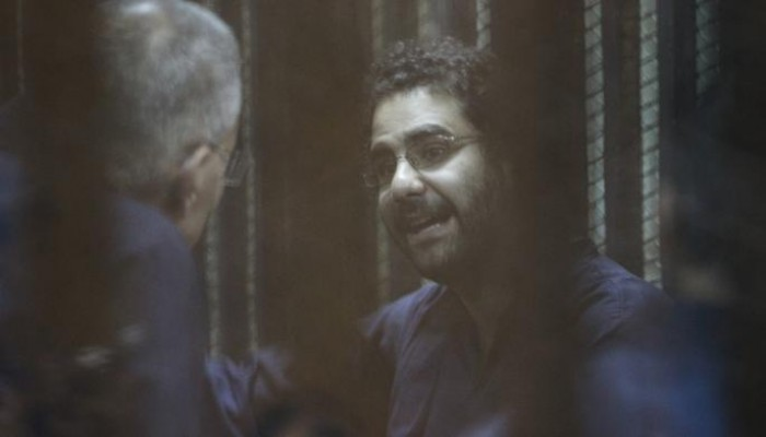 الناشط المعتقل علاء عبد الفتاح يهدد بالانتحار