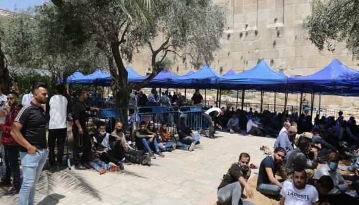 قوات الاحتلال تغلق المسجد الإبراهيمي وتمنع الصلاة فيه