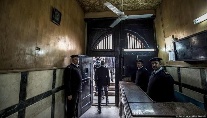 نشطاء يسخرون من اعلان السيسي افتتاح أكبر مجمع للسجون!