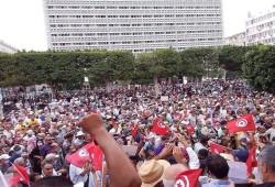 تونس.. تفاعل واسع بمواقع التواصل مع المظاهرات الحاشدة ضد الانقلاب