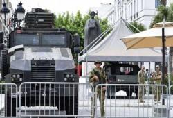 تونس.. مسئول سابق يدعو الرئيس لسحب الدبابات من أمام المقرات السيادية