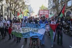 مسيرة في الأرجنتين داعمة للأسرى الفلسطينيين ضد الاحتلال الصهيوني