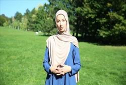 مسلمة محجبة تتعرض لهجوم عنصري في النمسا