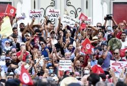 رويترز: الرئيس التونسي يفقد أنصاره وخزينة الدولة شبه خاوية