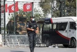 انقلاب تونس.. 90 نائبا بالبرلمان يطالبون باستئناف عمله