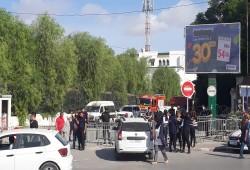 تونس.. قوات الأمن تمنع النواب من دخول البرلمان