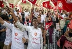 تونس.. تجمع رافض لانقلاب سعيد يعلن منع اجتماع له ويدعو للتظاهر