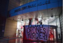 متظاهرون يغلقون مصنعاً لتسليح الكيان الصهيوني في بريطانيا