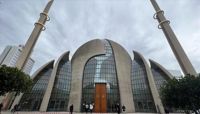 عمدة كولونيا: قرار رفع الأذان في المدينة رمز للاحترام