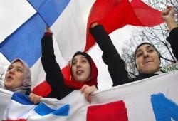 %57 من شباب فرنسا: العلمانية سلاح بيد سياسيين وصحفيين لتشويه المسلمين