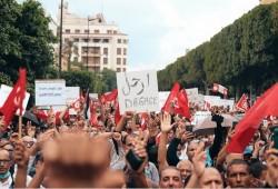 استطلاع رأي: 51% من التونسيين يرفضون انقلاب قيس سعيد