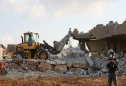 الاحتلال يهدم منزلًا غرب الخليل ويبعد مدير مدرسة في الأغوار