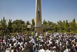 السودان.. تفريق آلاف المتظاهرين باستخدام قنابل الغاز