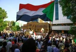 مسئول سوداني: البرهان وحمدوك توافقا على حل مجلسي السيادة والوزراء