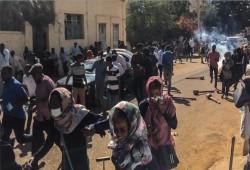 السودان.. الشرطة تفرق مئات المتظاهرين بمحيط القصر الرئاسي